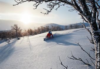 Liten skidort lockar gäster och säsongsarbetare till vägs ände